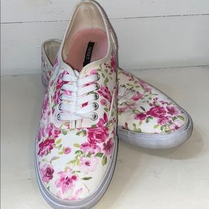 FOREVER 21 PINK / WHITE FLORAL LACE UP SNEAKERS. 7